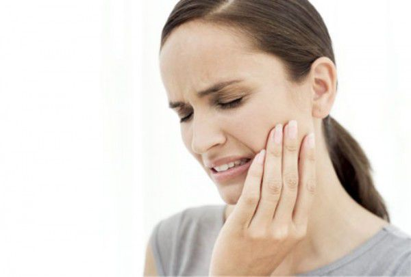 - dant dard ka ilaj toothache remedies in hindi - सिर्फ़ 5 मिनट में दाँतो का दर्द ग़ायब, ये उपाय इतना कारगर कि पीले दाँत भी मोतियों की तरह चमक..