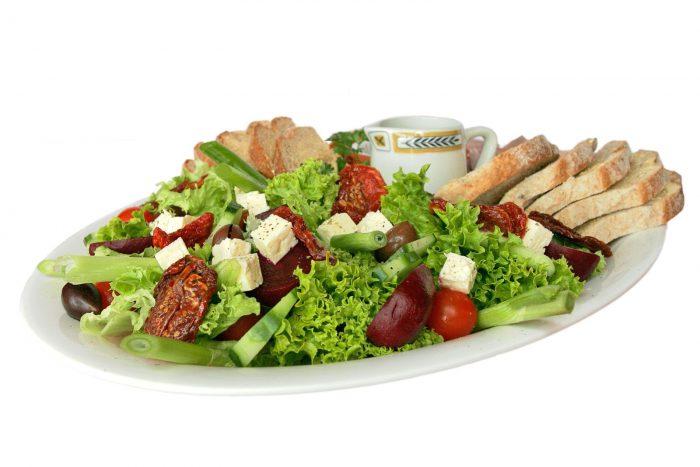 - Salad e1534061769656 - बिना मेहनत के घटाए 12 kg  तक का वजन