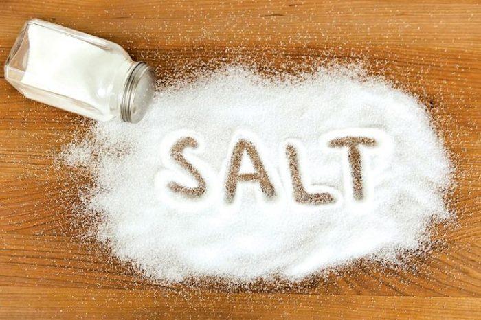 - salt 1 e1533976742970 - ज्यादा नमक खाने से हो सकती है दिल की बीमारी जानिये और क्या क्या हैं नुकसान