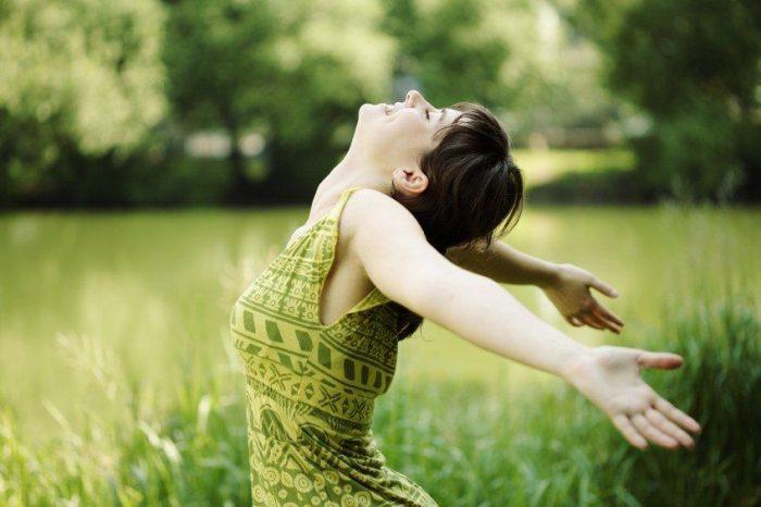- stress free woman e1534407789783 - पेट से जुड़ी सभी समस्याओं का एकमात्र अचूक और रामबाण इलाज है इस मुद्रा में बैठकर खाएं खाना,   सभी प्रकार के रोगों में है लाभदायक