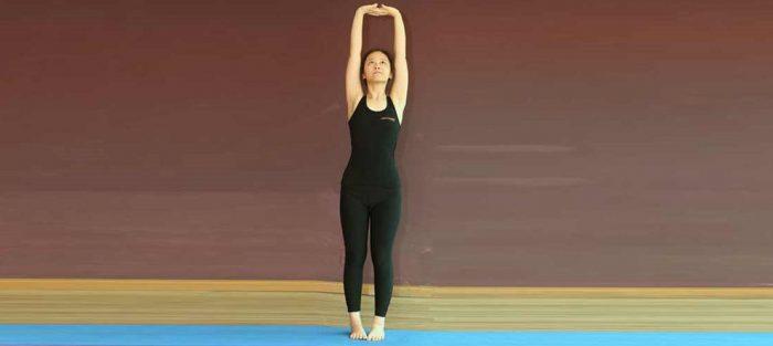 - Tadasana Yoga e1534945627950 - पेट से जुड़ी सभी समस्याओं का एकमात्र अचूक और रामबाण इलाज है इस मुद्रा में बैठकर खाएं खाना,   सभी प्रकार के रोगों में है लाभदायक