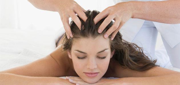 - scalp massage benefits - 7 दिन में करें सफ़ेद बालों को काला, साथ ही पाएं घने, रेशमी और चमकदार बाल