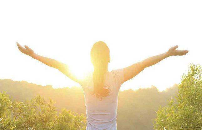 - vitamin d - हरी घास पर नंगे पैर चलने से होंगे ये स्वास्थ्य लाभ, 7 दिनों में चश्मे का नंबर होगा कम
