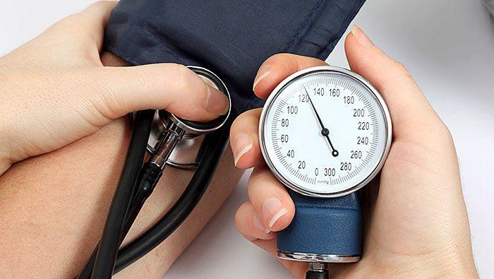 - Risk Factors For Heart Disease High Blood Pressure 700x395 - ये हरी पत्तियाँ किडनी की सफ़ाई से लेकर पाचन शक्ति, हड्डियाँ मज़बूत, ह्रदय, अनिद्रा आदि में किसी वरदान से कम नही, सिर्फ़ 1 महीने में 1 बार ऐसे करे उपयोग