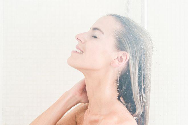 आयुर्वेद के नियम - bath2 - आयुर्वेद के नियम – Ayurveda Tips For Healthy Life